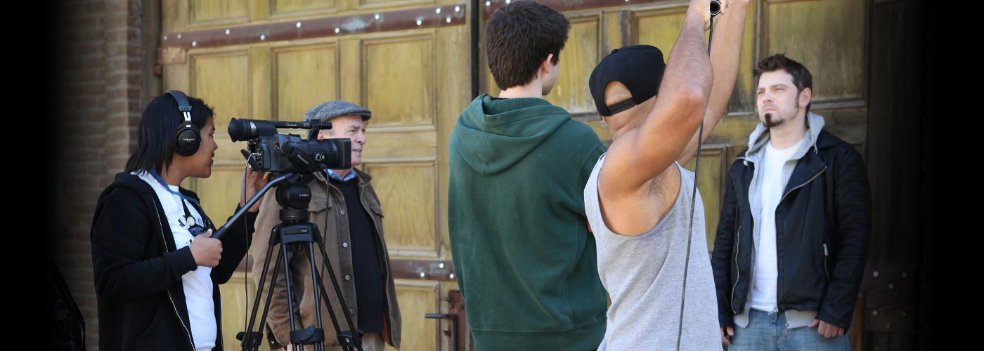 Students film a scene at NYFA's Producing School