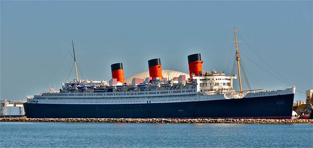 The Queen Mary in the Long Beach port