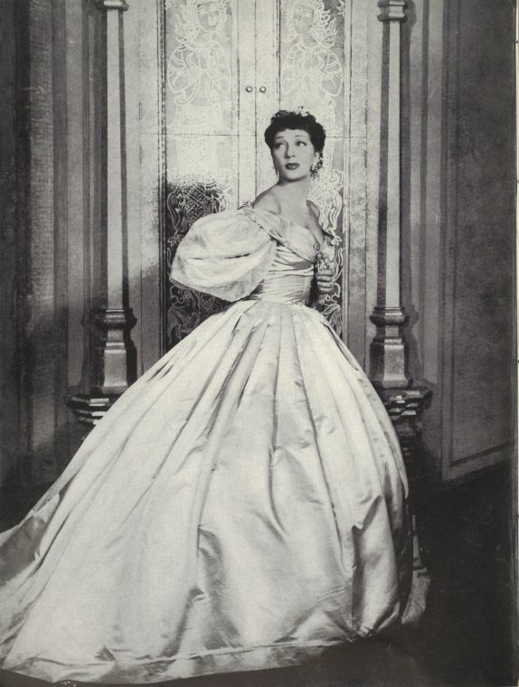 Gertrude Lawrence as Anna in The King and I