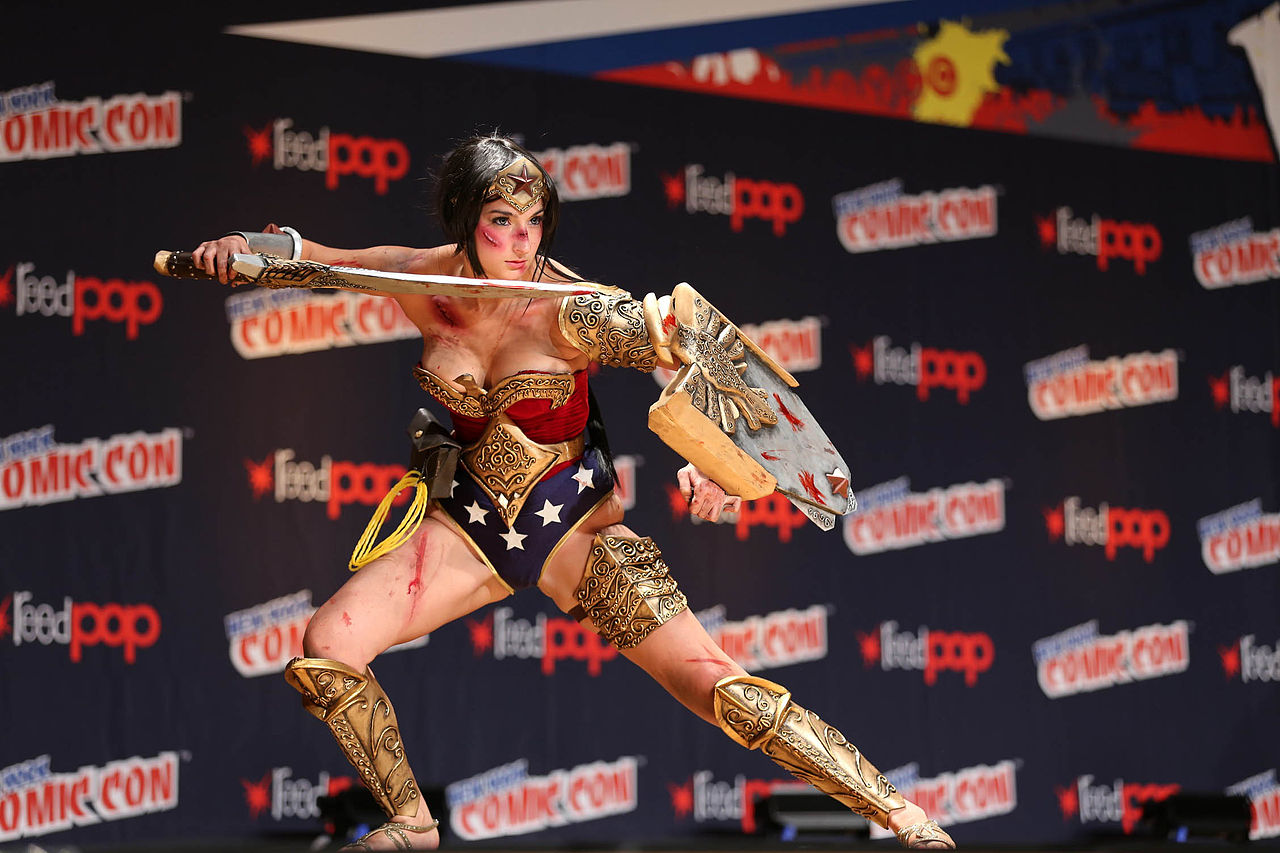 New_York_Comic_Con_2014_-_Wonder_Woman_(15335766919)
