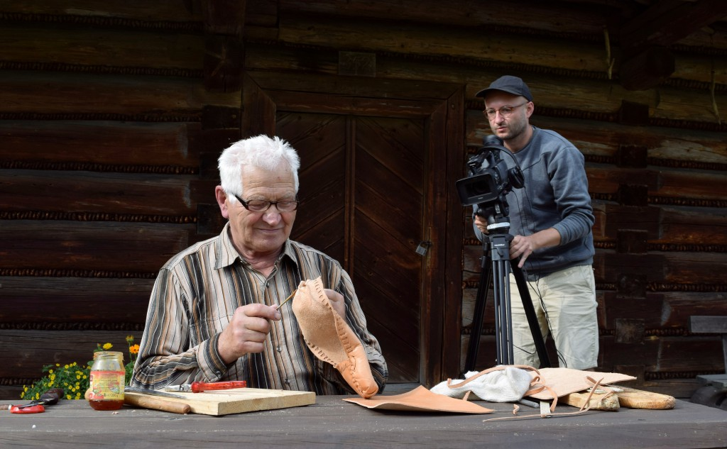 Ethnographer_filming_Józef_Rucki,_craftsman_making_kierpce_shoes